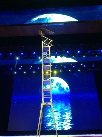 Chaoyang Theater : стулья еле влезли в объектив