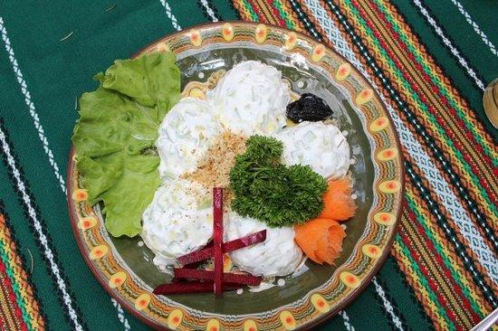Manastirska Magernitsa Restaurant: Cucumber Yoghurt Garlic Salad