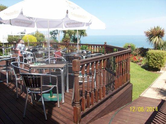 Deck Tea Gardens at Carlton Hotel: Deck seating