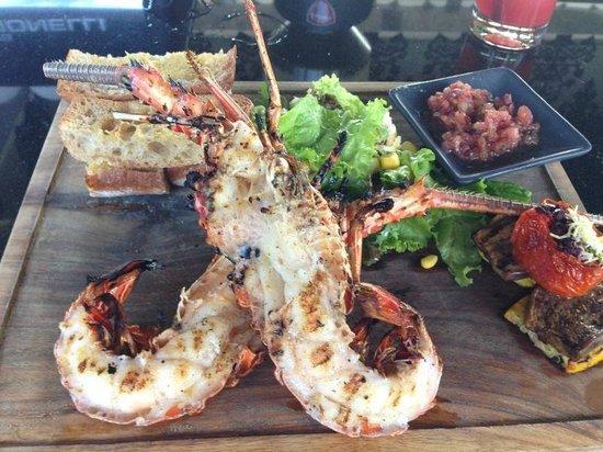 INTERCONTINENTAL Bali Resort: Ужин в ресторане при отеле, на берегу