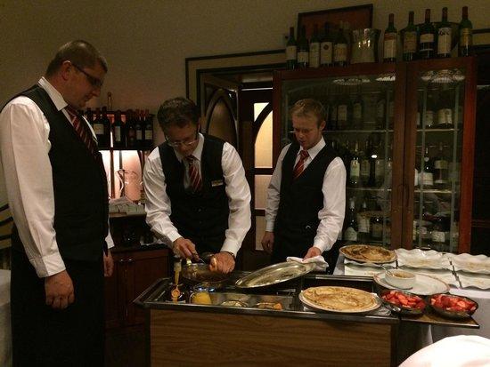 Hotel Promenada Restaurant: The head waiter checks the progress of the Crepes
