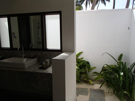 Velassaru Maldives: Bathroom
