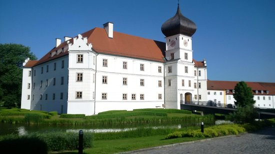Schloss Hohenkammer: Castle refurbished with nice meeting areas
