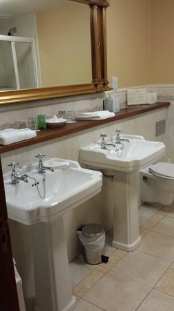 Earls Court House: Bathroom for two