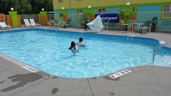 Comfort Inn Sandusky: Outdoor pool area