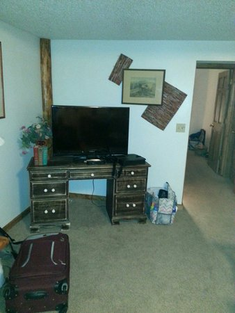 Lake Park Campground: TV in living room-DVD player would be nice