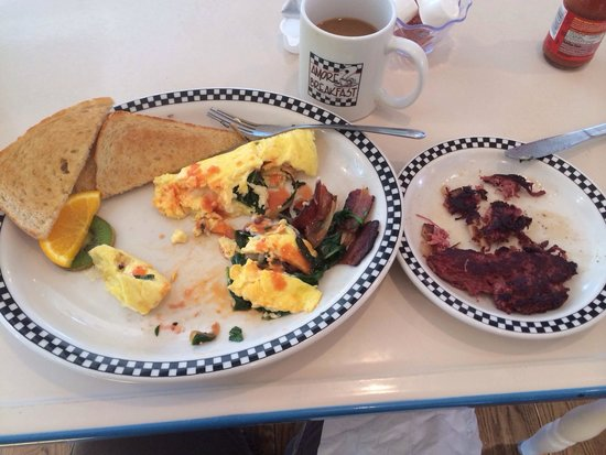Amore Breakfast : Very good omelet and hash