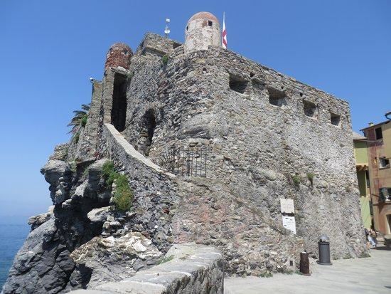 Golfo Paradiso: Castel Dragone