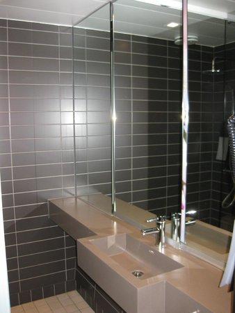 Comfort Hotel Square: Baño