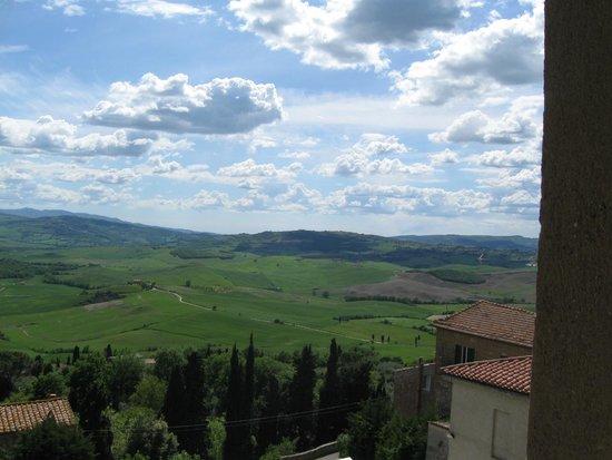 Il Chiostro di Pienza: view of valley from hotel room