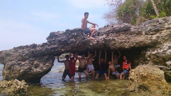Bauang Beach: rock formations