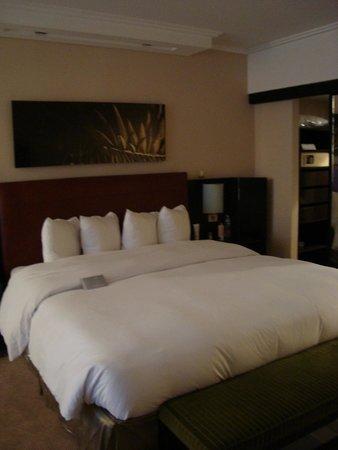 Hilton Buenos Aires: cama e closet