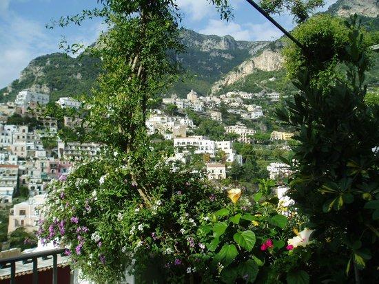 Villa Rosa: 緑に囲まれたバルコニー