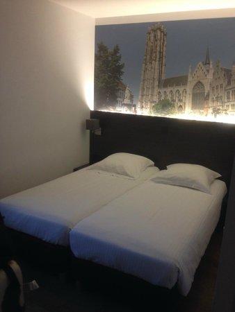 3 Paardekens Hotel : Camas cómodas