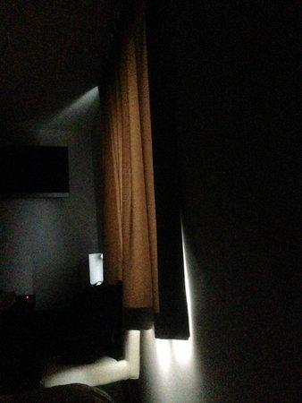 3 Paardekens Hotel : Cortinas que dejan pasar la luz