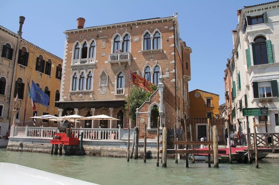 Hotel Palazzo Stern: Hotel from the Water Taxi