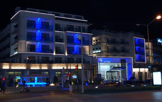 Blue Bay Platinum Hotel: front of hotel