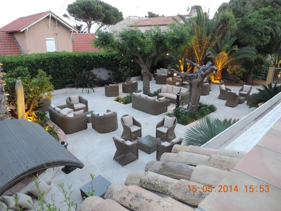 Best Western Plus Montfleuri : jardin