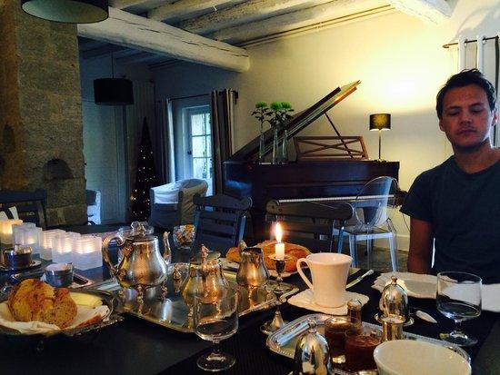 Le Mas de Bassette Maison d'hotes: Breakfast