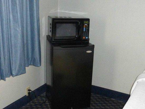 Best Western Westgate Inn: room refrigerator and microwave