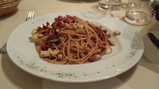 Ristorante La Terrazza: NEW ENTRY : Spaghetti integrali con branzino pomodorini secchi e pistacchi : DIVINO !!
