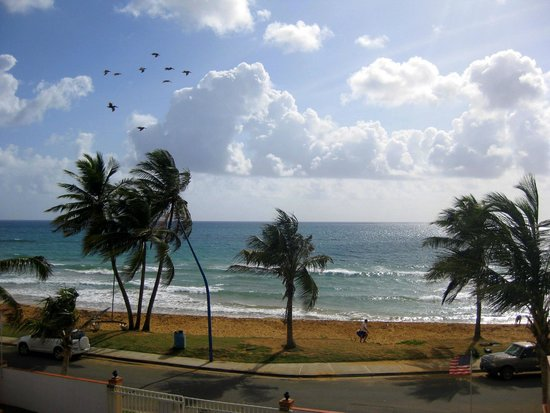 Luquillo Sunrise Beach Inn : View from the balcony