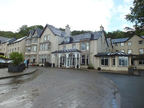 Inversnaid Hotel: The Hotel frontage.