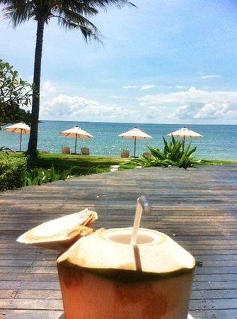 Mercure Koh Chang Hideaway Hotel: вид на лагуну от бассейна