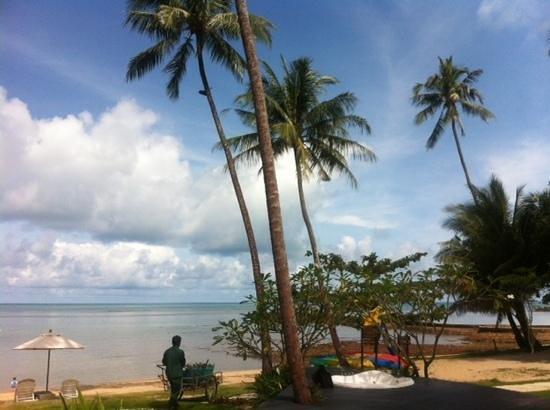 Mercure Koh Chang Hideaway Hotel: пляж