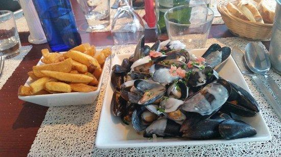 La Verte Ostrea : Moule frite sauce rochefort