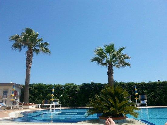 Hotel Olimpico: Poolside