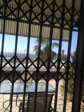 Royalty Suites : Sea view from room