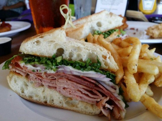 The Oaks Grill and Par Lounge: Torpedo sandwich