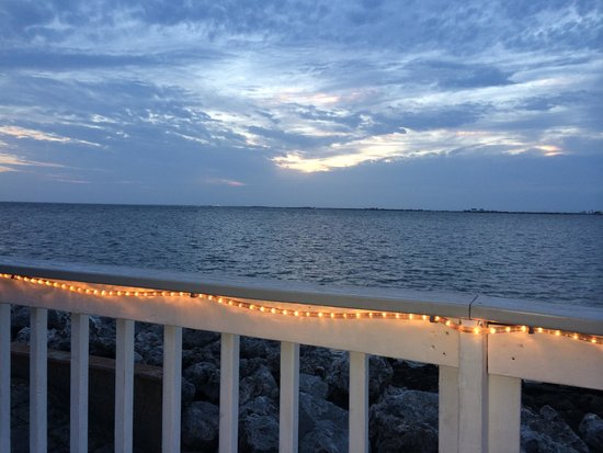 Sailport Waterfront Suites: Sunset evening on the deck
