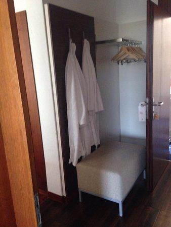 Ramada Hotel Regina Titlis Engelberg: Nice extra hanging space in the apartment.