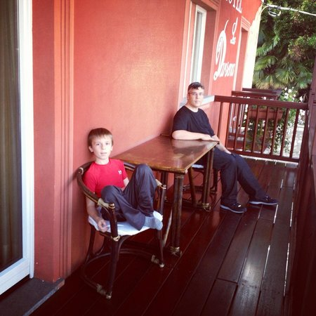 Hotel La Darsena: Husband and son relaxing on the balcony