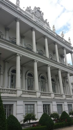 Palais Coburg Hotel Residenz: La facciata fotografata dai bastioni