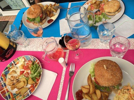 Enjoy Diner Soustons Beach: Hamburgers..enorm! Supervers en met een hartelijke gastvrouw is het een klein gezellig tentje om