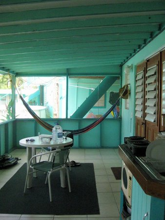 Casita Tropical: Our shared deck - love that it was screened in.  Perfect place to relax after a day of exploring