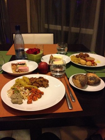 Pullman Marrakech Palmeraie Resort and Spa : Tres bon buffet varié du soir...