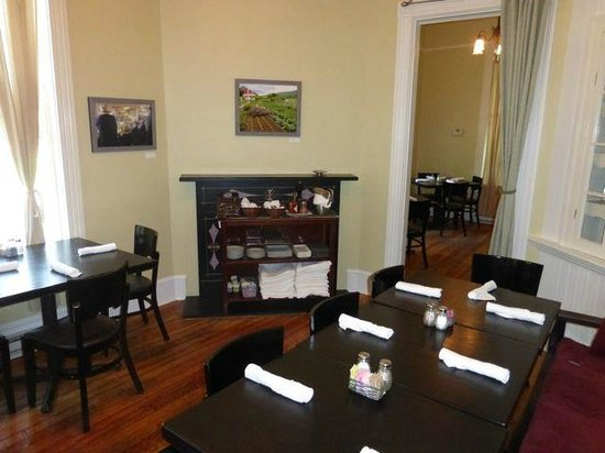 Black Market Bistro: Another smaller room