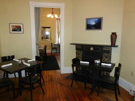 Black Market Bistro: One of the smaller rooms