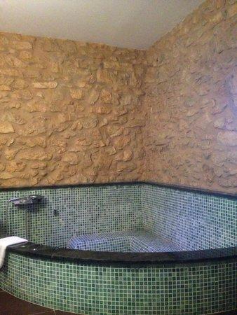 Casona Camino De Hoz: Bañera en la habitación