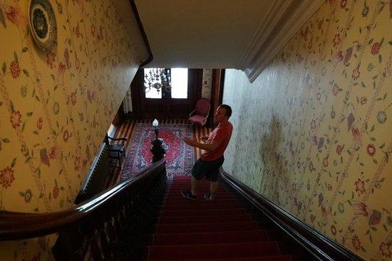 Queen Anne Inn: Hallway