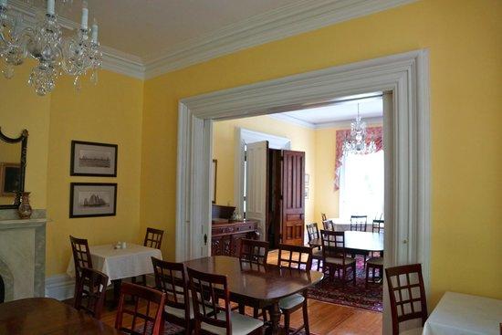 Queen Anne Inn: dining room