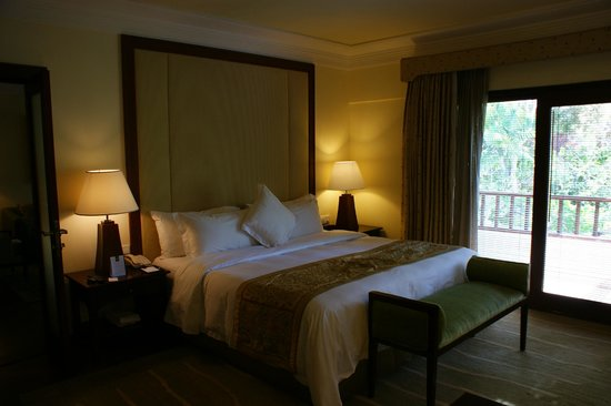 The Laguna, a Luxury Collection Resort & Spa : Our bedroom