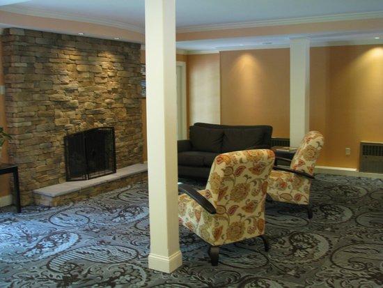 Golden Apple Inn: lobby