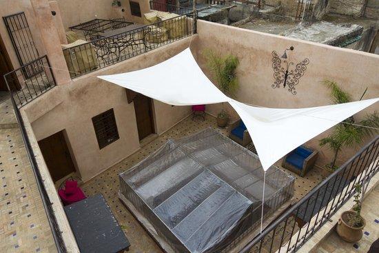 Dar Faracha Fès : Patio su cui si affacciano le stanze