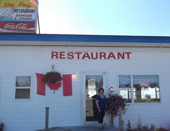 Baybreeze Restaurant & Motel : Maria and the Bay Breeze Restaurant Entrance