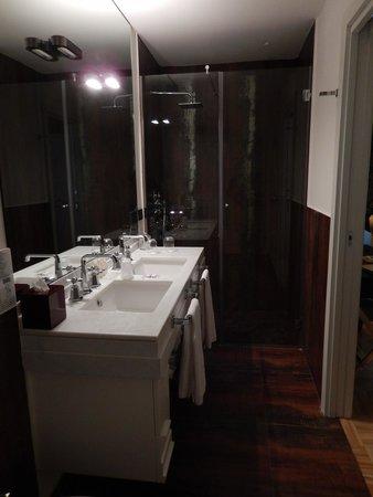 Firenze Number Nine Hotel & Spa: Large modern bathroom